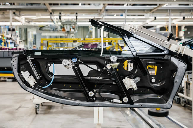 BMW Group 3D-printed component in series production - a window guide rail for the BMW i8 Roadster
