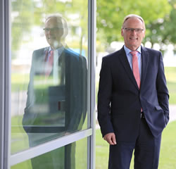 Businesses are reliant on powerful 5G networks to interconnect machines and equipment says Bundesnetzagentur President Jochen Homann in a comment on the German 5G auction stressing Industry 4.0 - picture source