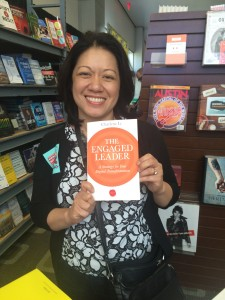 Charlene Li holding a copy of The Engaged Leader at the SXSW bookstore in 2015 - source