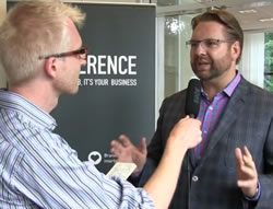 Lee Odden gets interviewed after his keynote at the i-SCOOP Content Marketing Conference Europe 2014 in Antwerp by Jelle Annaars