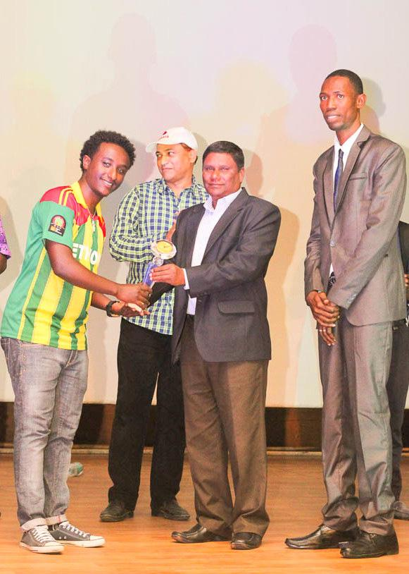 Ethiopia Rep receiving first prize for Pecha Kucha presentation